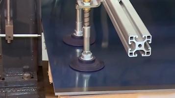 Remoção automatizada de chapas com ventosas [FIPA]