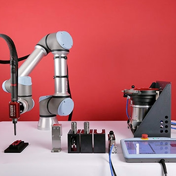 SPATZ - Pick&Place screwdriving robot with automatic tool change and feed unit for fasteners