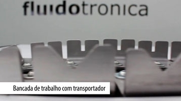Workplace with conveyor [FLUIDOTRONICA]
