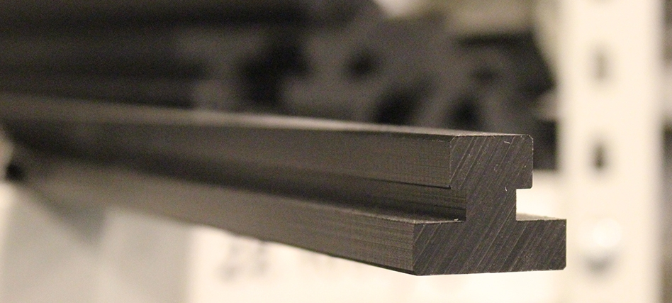 Edge, cover, slide and sealing profiles: the ideal accessories for the MiniTec range of profiles